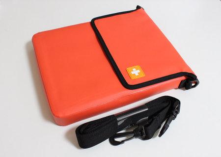 simplism_outdoor_bag_for_ipad_1.jpg
