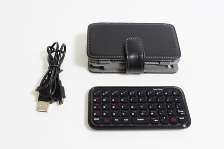sanko_iphone_minikeyboard_leather_case_1.jpg