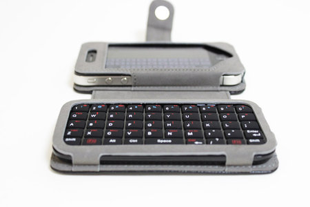 sanko_iphone_minikeyboard_leather_case_8.jpg