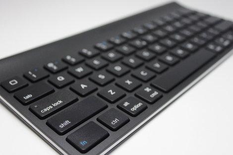 logicool_tablet_keyboard_for_ipad_4.jpg
