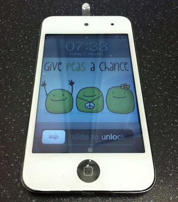 white_ipod_touch_1.jpg
