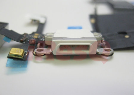 apple_new_mini_dock_closeup_4.jpg