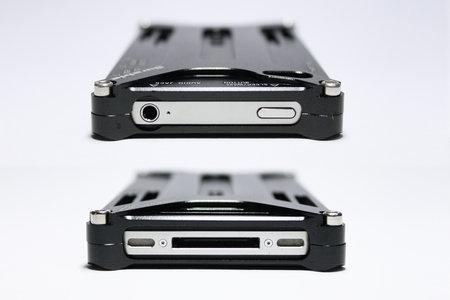 iphone_durable_diagonal_case_5.jpg
