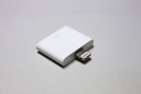 apple_lightning_30pin_adaptor_2.jpg