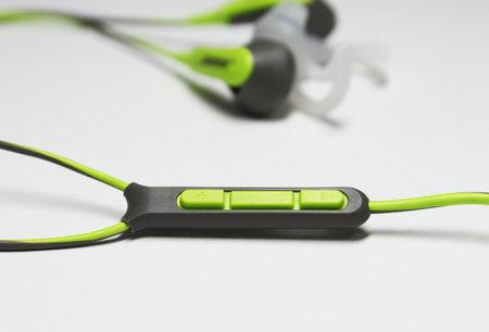 bose_sie2i_sport_headphones_3.jpg