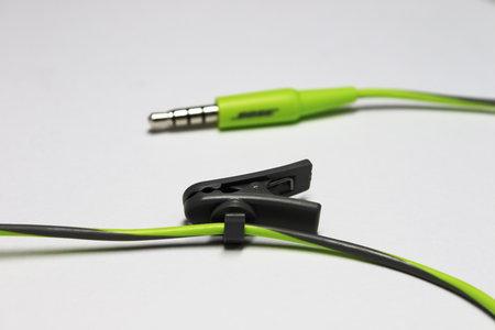 bose_sie2i_sport_headphones_4.jpg