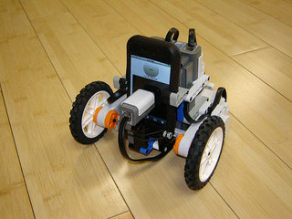 lego_iphone_robot_1.jpg