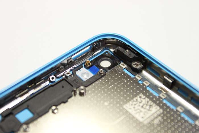 iphone5c_backpanel_blue_white_green_09