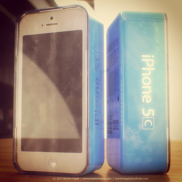 iphone5c_bluebox_renderting_1
