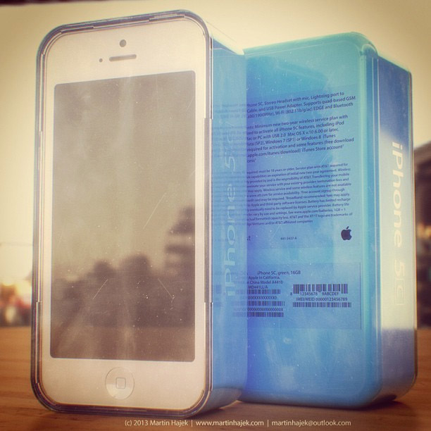 iphone5c_bluebox_renderting_2