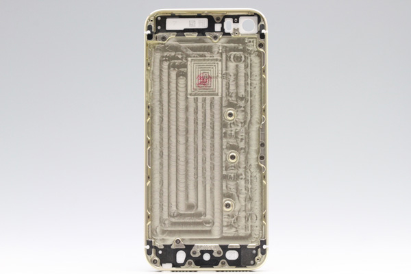 moumantai_iphone5s_gold_backpanel_2