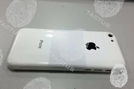 廉価版iPhoneのポリカーボネート製パックパネルがリーク!?